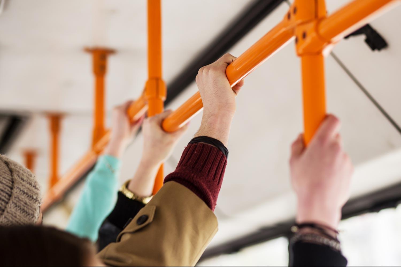 Sterile Haltemöglichkeiten in öffentlichen Verkehrsmitteln mit Haera AntiMikrobiell Aktiv705236