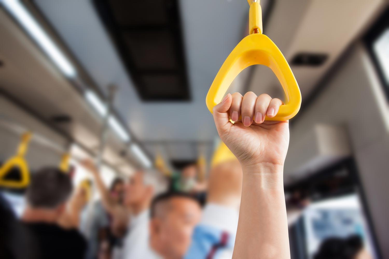Sterile Handgriffe in öffentlichen Verkehrsmitteln mit Haera AntiMikrobiell Aktiv